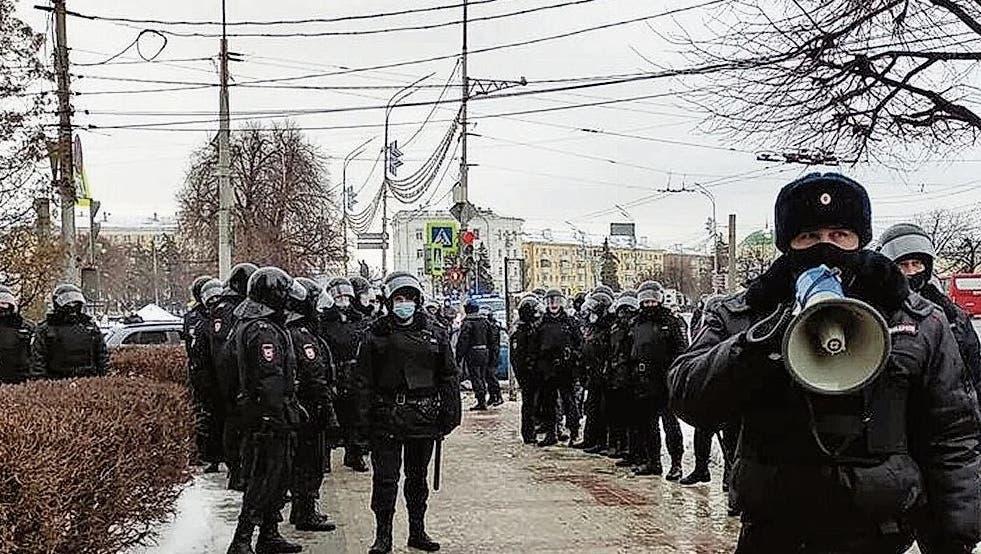 Übermächtig: Das Polizeiaufgebot in Rjasan soll Demonstranten einschüchtern. (Inna Hartwich)