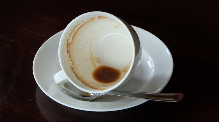Kaffeetrinker rüsteten im Coronajahr auf: Bohnen, Mühlen, Kapseln oder Kolbenmaschinen wurden deutlich mehr verkauft. (Shutterstock)