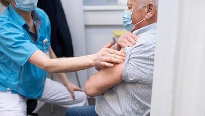 In den Alters- und Pflegeheimen ist die Impfbereitschaft hoch. (Symbolbild) (Britta Gut)