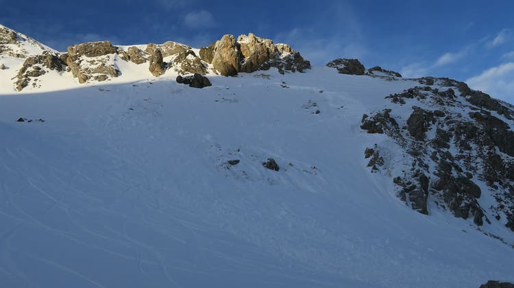 Die Lawine löste sich im Skigebiet Corviglia – Piz Nair auf einer Höhe von2900 Metern über dem Meer. (Kapo GR)