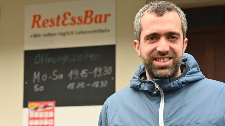 Raphael Schär-Sommer ist Mitgründer der RestEssBar und hat sich vor deren Domizil an der Oltner Rosengasse fotografieren lassen. (Bruno Kissling)