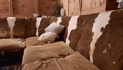 Früher einer Schulthek, heute ein Sofa. (Mpr / Aargauer Zeitung)