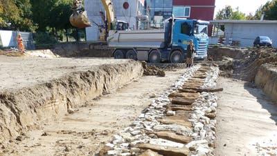 Mit dem Bau des neuen Wohnheims der Stiftung Domino in Hausen wurde im Herbst 2020 die alte römische Wasserleitung abgebrochen. (Zvg/Martin Brügger)