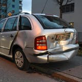 An den Autos entstand Sachschaden von rund 8000 Franken. (Kapo SG)