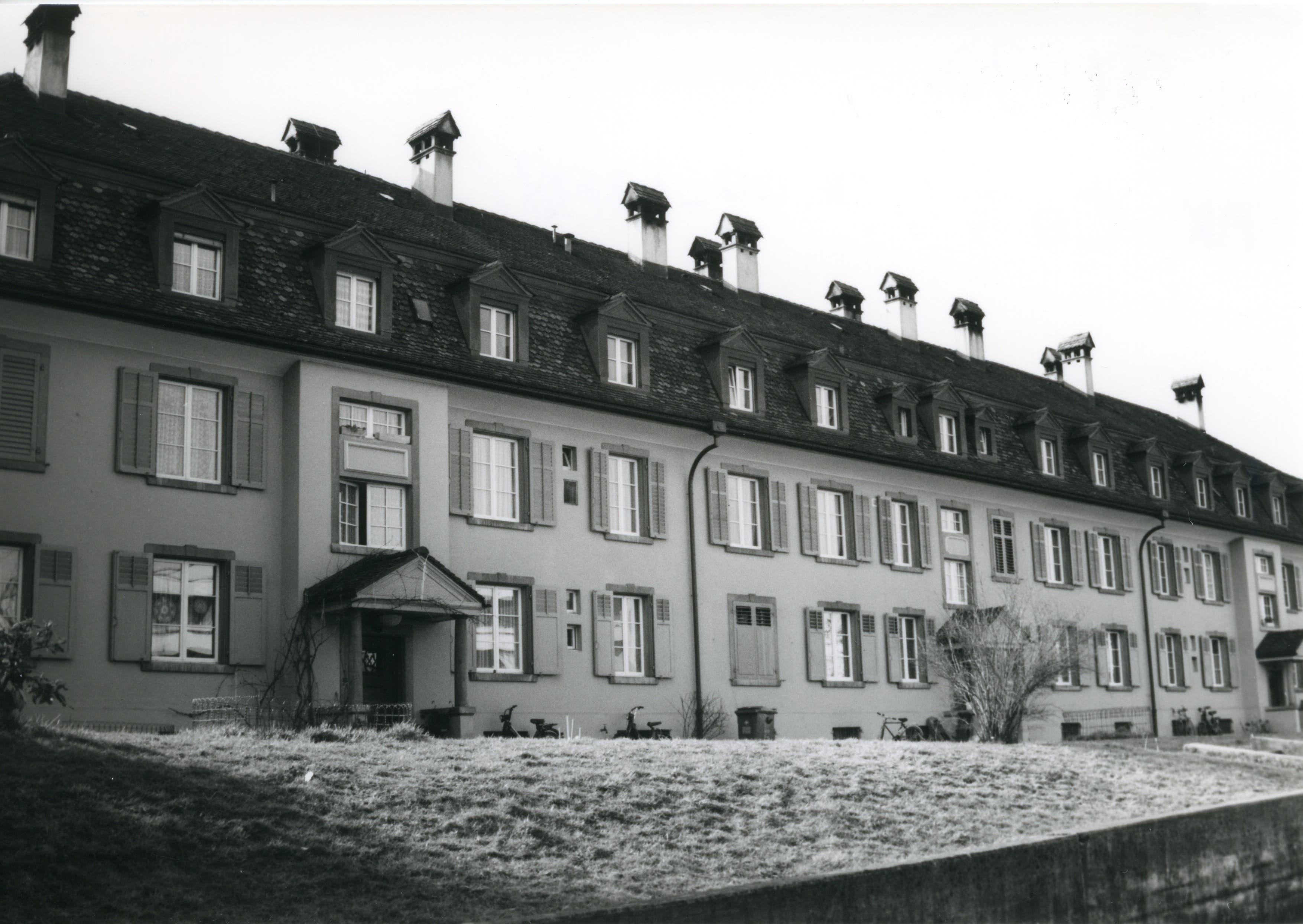 Das imposante Gebäude stammt aus der Zeit, als die «Nestlé & Anglo-Swiss Condensed Milk Company» Wohnraum für ihre Kaderleute benötigte. Fotografiert 1988 von Christoph Affentranger.