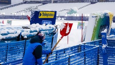 Normalerweise findet man die Telepass-Hinweise auf Autobahnen. In Cortina auch an der Ski-WM. (Jean-Christophe Bott / KEYSTONE)