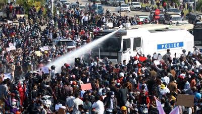 Proteste in Myanmar. (Bild: Maung Lonlan/ EPA/ Keystone)