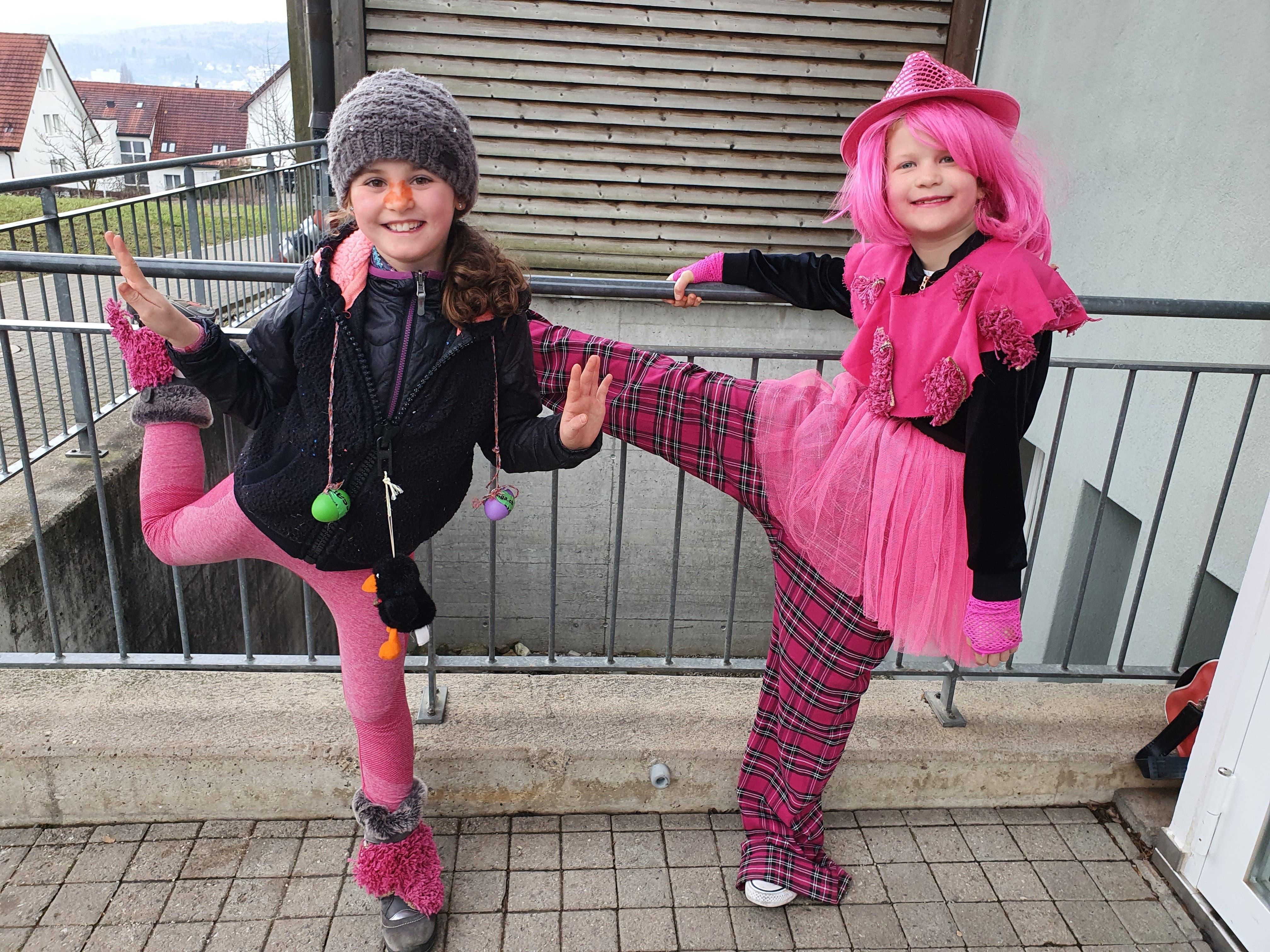 Farblich und bewegungstechnisch haben sich die beiden Mädchen gut aufeinander absgestimmt.