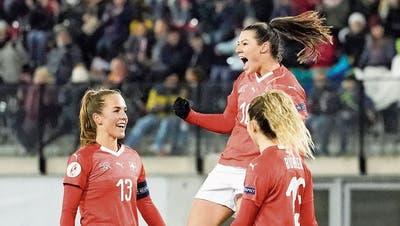 EM-Qualifikation: Ramona Bachmann trifft beim vierten Sieg der Schweizerinnen dreifach