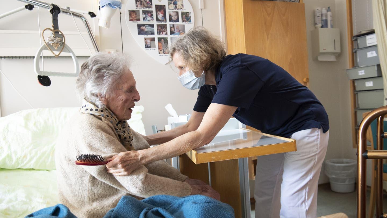 Die Coronakrise hat gezeigt, wie wichtig Pflegekräfte für die Gesundheit der Schweizer Bevölkerung sind. (Keystone)