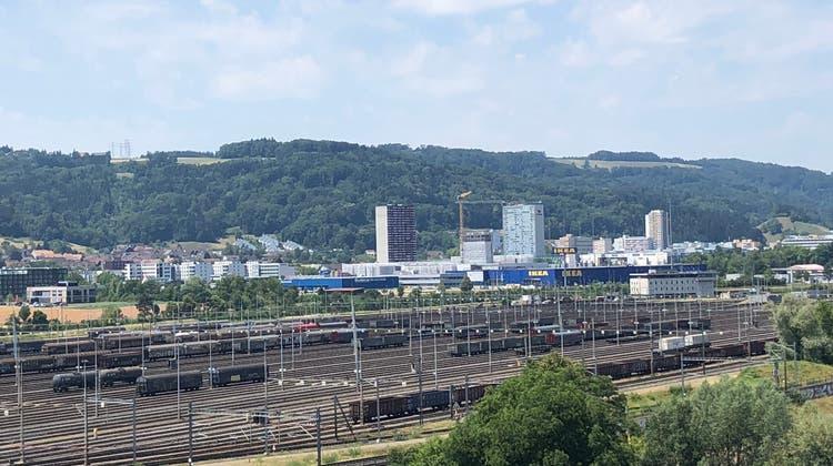 Der Blick vom Rangierbahnhof auf Spreitenbach. (zvg)