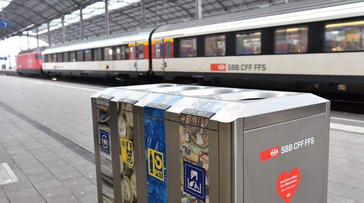 Bei den SBB haben die Passagiere den Müll in vier Kategorien zu trennen. Der Müll der Basler Polizei soll in drei Kategorien Platz finden. (Bruno Kissling)