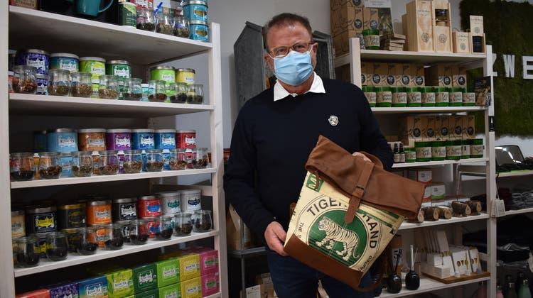 «Ich erlebe die Leute als sehr dankbar», sagt Wilhelm Stoll vom Nachhaltigkeits-Shop «Zweiblatt». (Bild: Nadine Böni (1. März 2021))