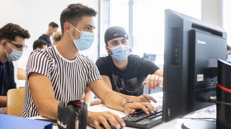 Heisst «Mit dem Virus leben» auch «mit Maske leben»? (Ennio Leanza/Keystone)