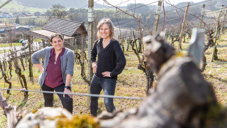 CristinaMonico und Susi Steiger-Wehrli, portraitiert auf dem Weingut Wehrli in Küttigen. (Fabio Baranzini)