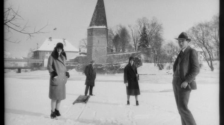 Kurz vor dem Schmutzigen Donnerstag fiel noch etwas Schnee auf die bereits aufgestellten«Kunstwerke» der Narren. (Hanspeter Bärtschi)