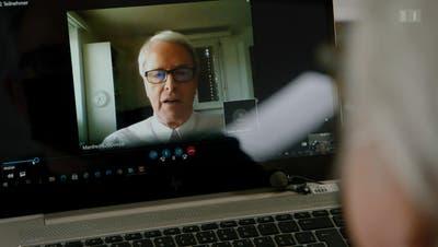 Der Abtwiler Arzt Manfred Doepp in der «Kassensturz»-Sendung. (Screenshot: SRF (9. Februar 2021))