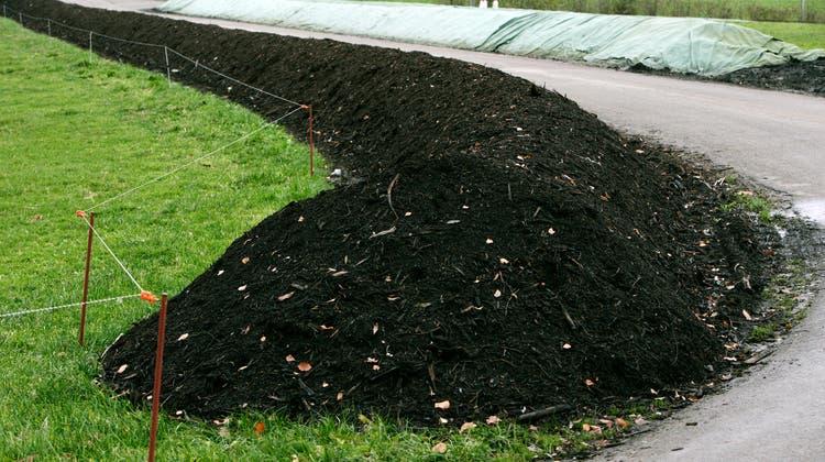 In Messen wird das Grüngut als Feldrandkompostierung (ähnlich wie hier in Gossau) vor Ort verwertet. (Archiv)