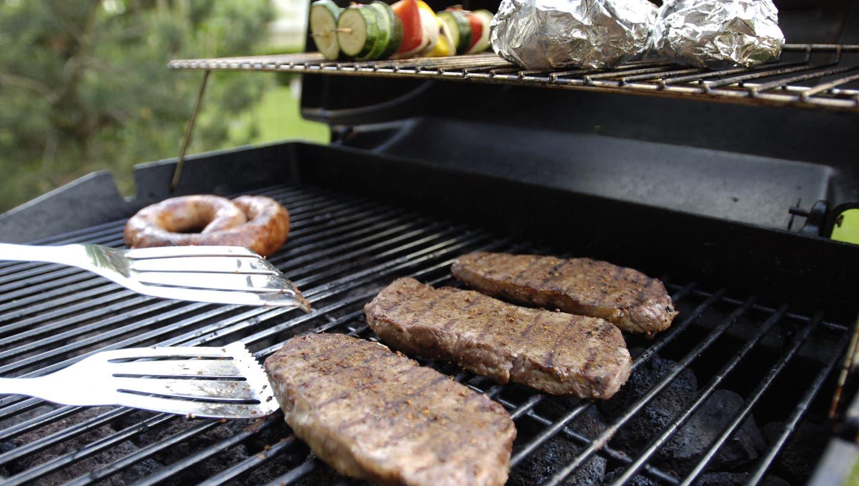 Die Grillsaison beginnte in diesem Jahr aus gegebenen Anlässen früh. ((Bild: Oliver Menge))