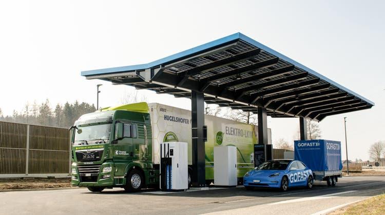 Die Firma Gofast hat auf dem Autobahnrastplatz Oftringen Ost eine neue E-Ladestation gebaut, die auch für elektrische Lastwagen geeignet ist. (ZVG)