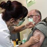 Erste positive Hinweise auf den Impfschutz bei Ü80-Jährigen in der Schweiz zeichnen sich ab. (Alexander Wagner)