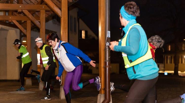 Evelyne Scheuss in der dunkelblauen Jacke beim Training. (Fabio Baranzini)