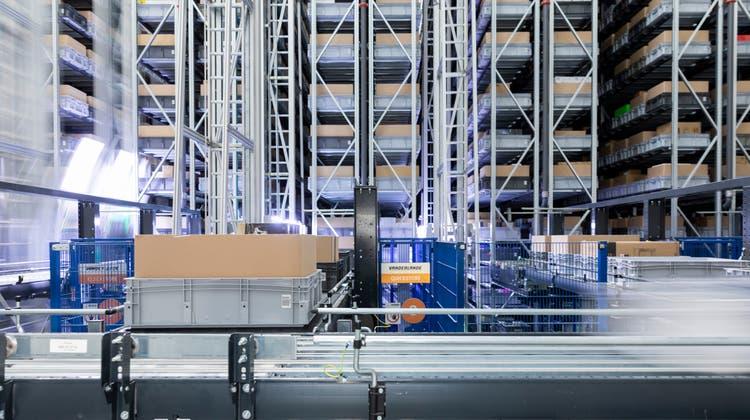 Der Onlinehandel boomt: im Bild das Logistikcenter Wohlen von Digitec Galaxus. (Archivbild) (Severin Bigler /CHM)