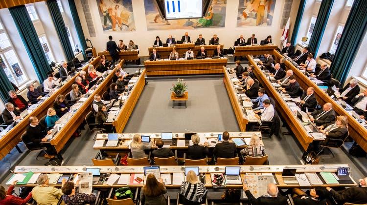 Nur wenn man von den Zuschauerrängen aus schaut, stimmt die Sitzordnung im Baselbieter Landrat: die Linken links, die Rechten rechts. (Bild: Nicole Nars-Zimmer)