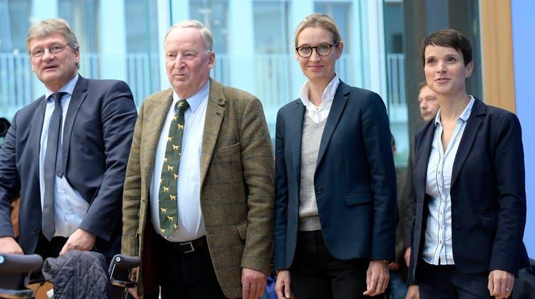 Aktuelle und ehemalige AfD-Spitze: Frauke Petry (rechts) zieht Jörg Meuthen (links) in die Spendenaffäre hinein. (Clemens Bilan / EPA/EPA)