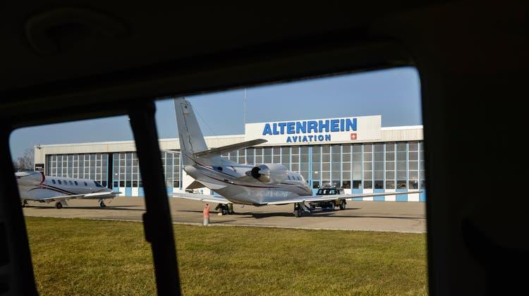 Der Flughafen Altenrhein hat 30 Prozent seines Umsatzes in den letzten zwölf Monaten einbüssen müssen. (Bild: Hanspeter Schiess)