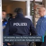 Die Kantonspolizei St.Gallenversuchte vor Ort, die Veranstalter dazu zu bewegen, den Anlass abzublasen. (Bild: Screenshot «FM1Today»)