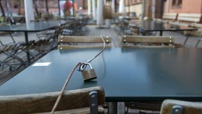 Während derCoronakrise werden Kurzarbeitsgesuche, etwa von geschlossenen Restaurants, im Schnellverfahren bearbeitet. (Symbolbild: Georgios Kefalas/Keystone)