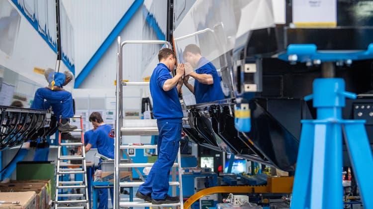 Stadler hat alle Hände voll zu tun: Fertigung im Werk am ThurgauerHauptsitzBussnang. (Bild: Urs Bucher (5. März 2020))