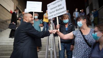 Toggenburger demonstrieren auf dem Olma-Gelände an der Septembersession 2020 gegen die geplante Spitalschliessung in Wattwil. (Bild: Benjamin Manser)
