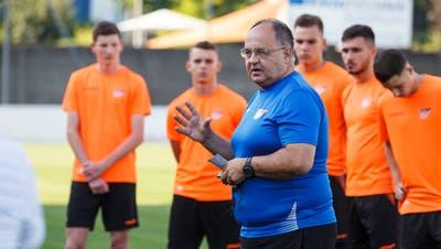 Solothurns Trainer Jürg Widmer zu Zeiten, als Körperkontakt in den Trainings noch erlaubt war. (Hanspeter Bärtschi)