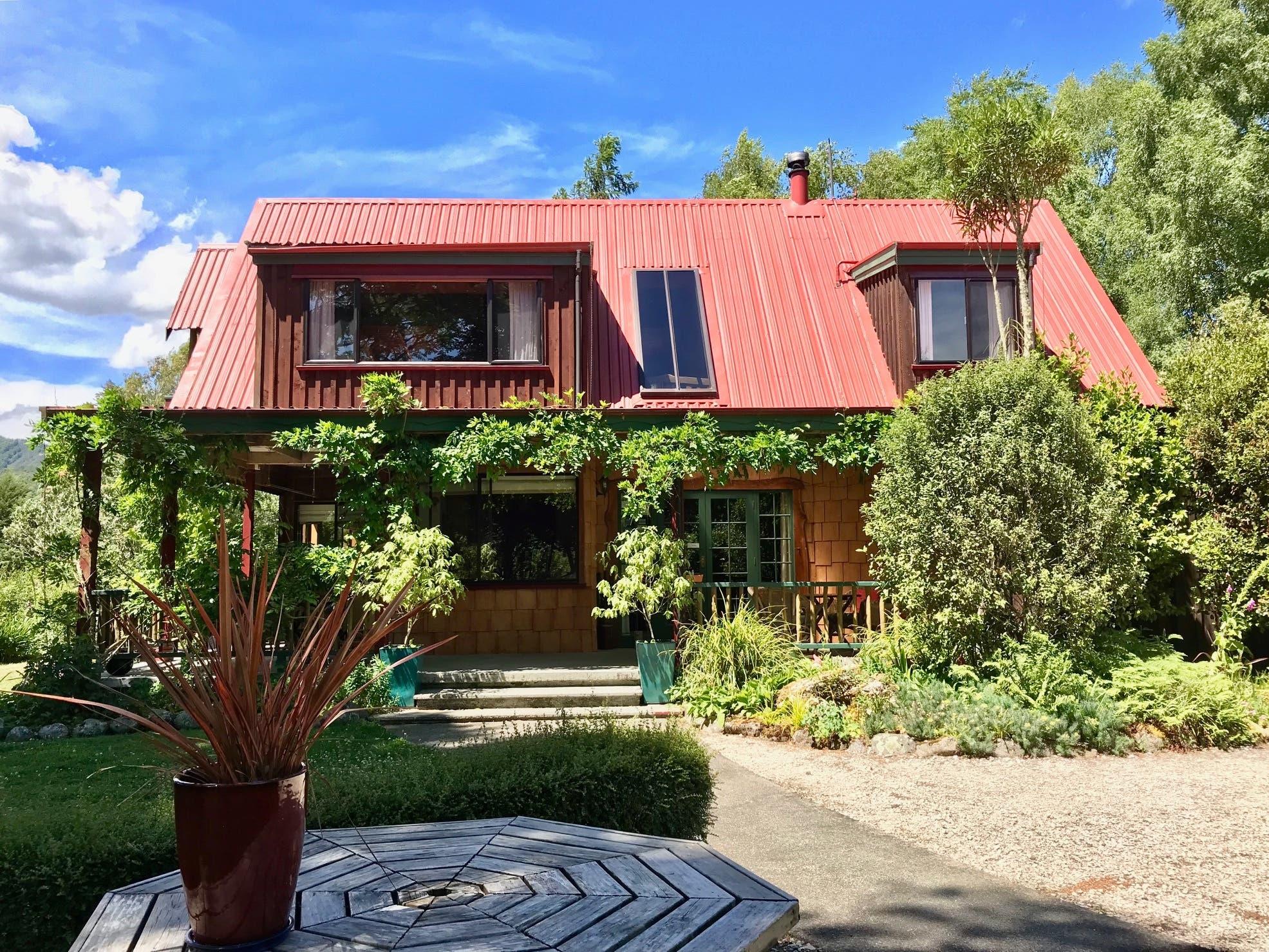 Daphne und der Brugger Philip Zumstein sind 2017 nach Neuseeland ausgewandert und betreiben auf der Südinsel die Murchison Lodge.