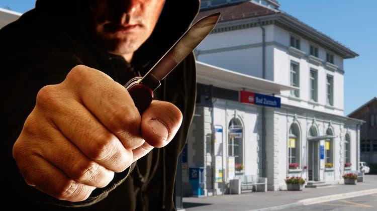 Am Bahnhof Bad Zurzach beraubten und bedrohten Jugendliche ihr Opfer mit einem Messer. (Alex Spichale)