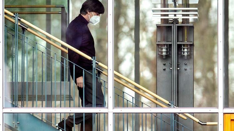Nach der EM ist Schluss. Joachim Löw begründet bei der Zentrale des DFB seine Entscheidung. (Keystone)