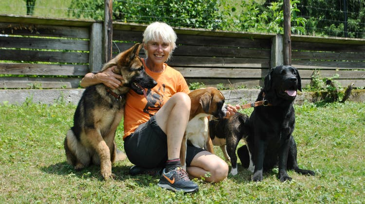 Daniela Koller führt seit dem Frühling 2018 das Tierferienheim Fürberg in Wittnau und hat es derzeit alles andere als leicht. (Bild: Nadine Böni (8. Juni 2018))