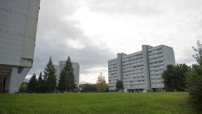 Geht es nach der Baarer SVP, soll bei der Planung des Schulraums die Entwicklung der Scheibenhäuser berücksichtigt werden. Allenfalls könnte in deren Umgebung ein dritter Kindergarten entstehen. (Bild: Maria Schmid (Baar, 6. Oktober 2020))