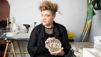 Künstlerin Olivia Wiederkehr arbeitet unermüdlich an ihrer Ausstellung im kommenden April. (Bild: Alex Spichale)