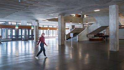 Der durchschnittliche Frauenanteil an Schweizer Hochschulen liegt bei 52 Prozent. An der HSG sind es nur 35 Prozent. (Bild: Michel Canonica)