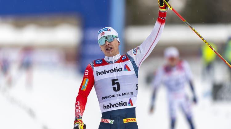 Der Norweger Simen Hegstad Krueger gewinnt den Sprint. (Keystone)