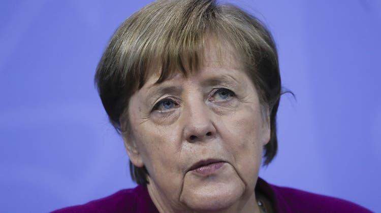 Ein trister Tag für die Kanzlerin: Angela Merkels Partei muss sich nach diesem Sonntag schwierige Fragen stellen. (Bild: AP)