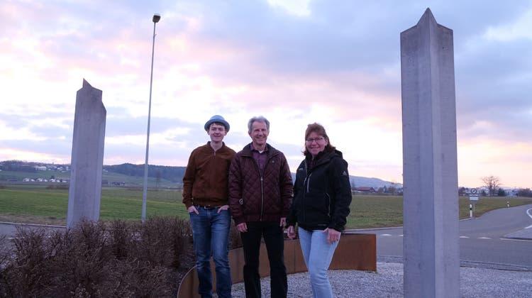 Sie haben sich für die dritte Austragung der Lindenberg Challenge etwas Neues einfallen lassen (von links): Michael Büchi, Markus Büchi und Brigitte Stäger. (zvg)