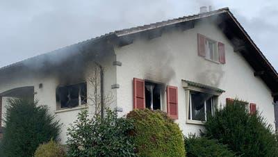 Feuer in Einfamilienhaus – Bewohner können Haus rechtzeitig verlassen