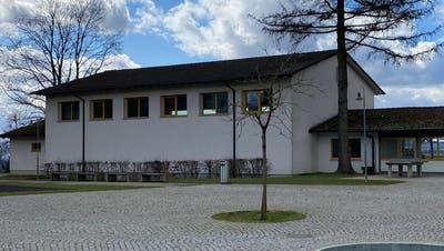 Die heutige Turnhalle in Widen wird abgerissen. An dieser Stelle kommt die neue Doppelturnhalle zu stehen. (Marc Ribolla)