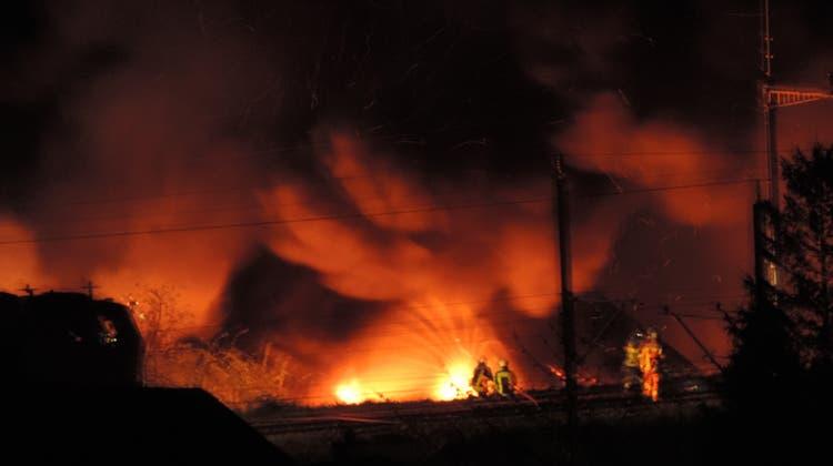 Beim Brand eines Lagergebäudes der Werke Wangen-Brüttisellen ist ein Schaden von über 100'000 Franken entstanden. (Symbolbild: Paul Gwerder)