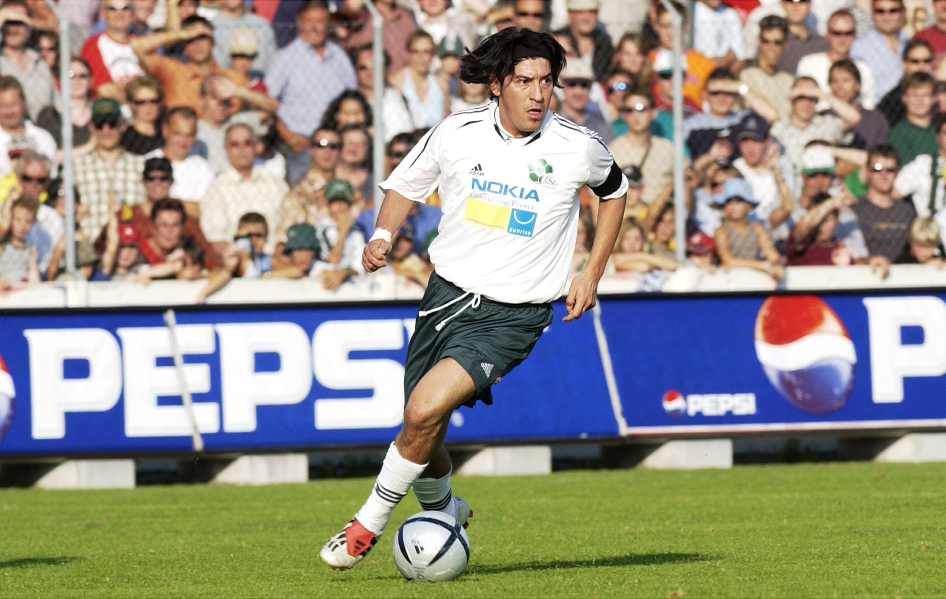Anlässlich des 125-jährigen Bestehens des FC St.Gallen trug die aktuelle Mannschaft ein Spiel gegen Stars aus der Vergangenheit, wie Ivan Zamorano, aus.