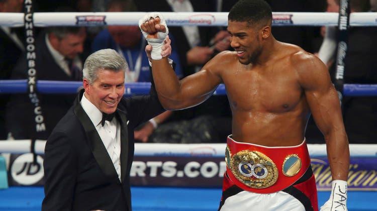 Der Brite Anthony Joshua tritt gegen Tyson Fury an. (AP)